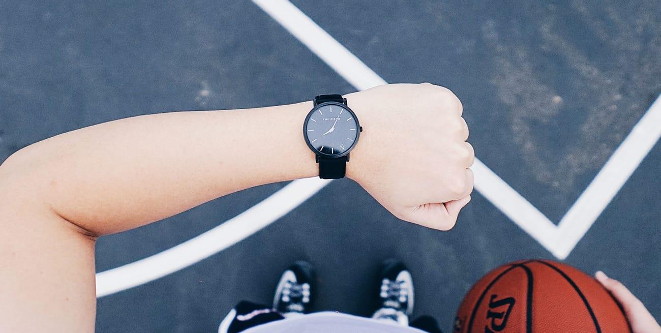 image d'un bras avec une montre